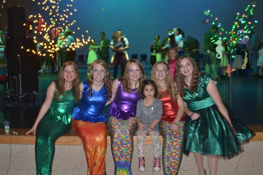 Martha Arnold (9), Amanda Moser (10), Tayloranne Adams (10), Shelby Carson (10), and Avery Brown (11) pose with a girl at the Daddy Daughter Dance. The theme this year was Under the Sea.