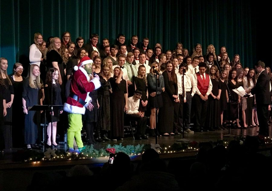 Choir and band perform at Christmas concert