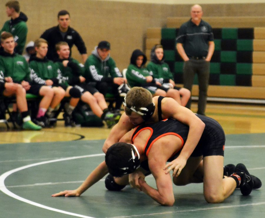 Rich+Moore+%289%29+does+a++take+down+on+a+wrestler+from+Idaho+Falls.+