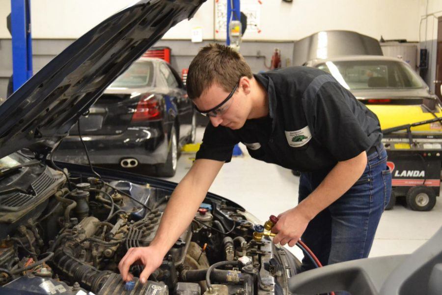 Automotive Prepares To Compete at Weber State Competition