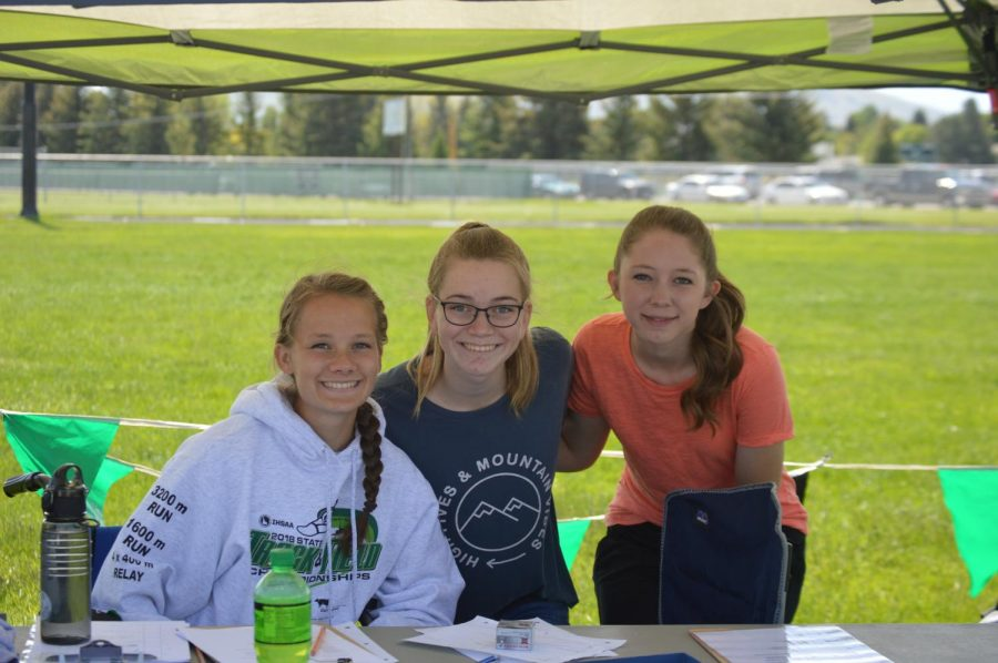 Students help out at 5th and 6th grade track meet