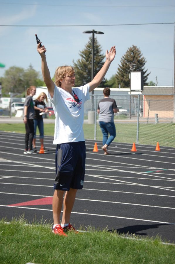 Seniors host track meet for senior project
