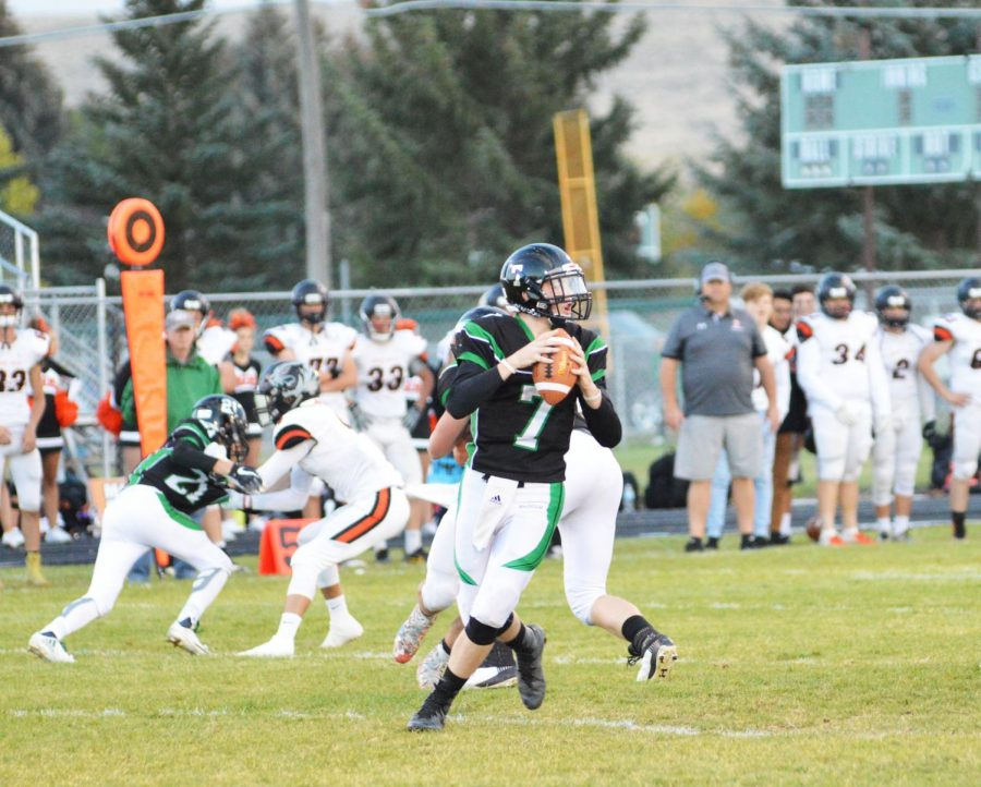 WIDE+OPEN.+Bronco%27s+quarterback+Craig+Young+%2811%29+looks+to+teammates+to+pass+to.+