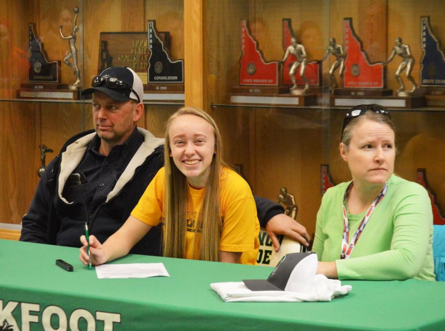 Student athlete Shakayla Morgan first to sign for Blackfoot