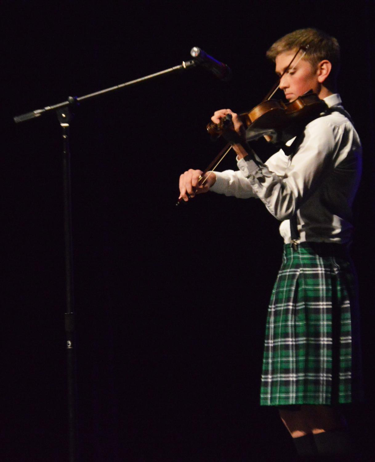 PREFORMING+IN+STYLE.+Joey+Walker+%2811%29+plays+the+violin+in+a+kilt+for+his+talent+preformance.