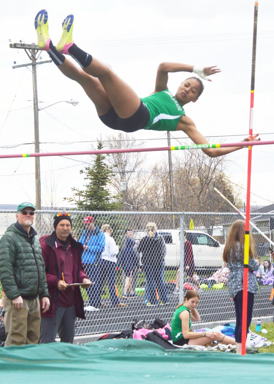 FLYING+HIGH.+Eboni+Beasley+%2810%29+clears+high+above+the+bar+in+pole+vault.